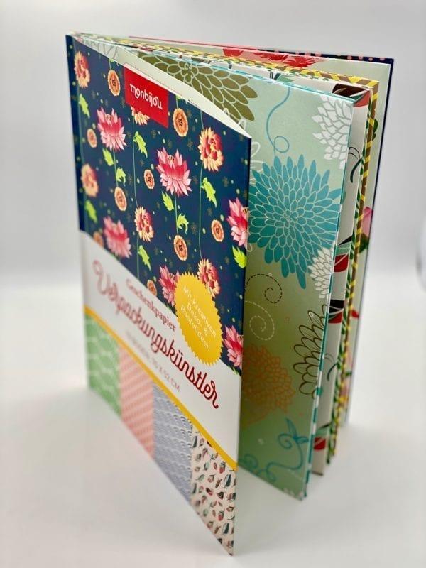 Geschenkpapierbuch: Klappenbroschur, gefalzte und perforierte Bögen