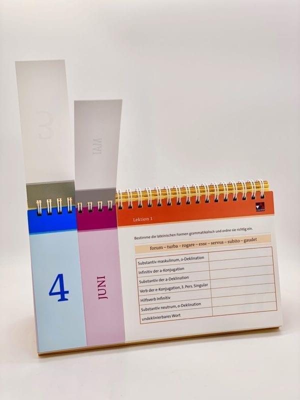 Tischkalender: Dreigeteilte Seiten